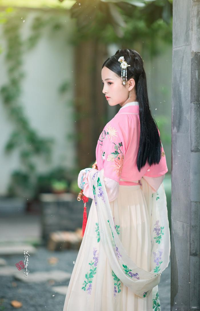 衔泥-花语锦城-齐胸/浅交领半臂/对领齐腰襦裙