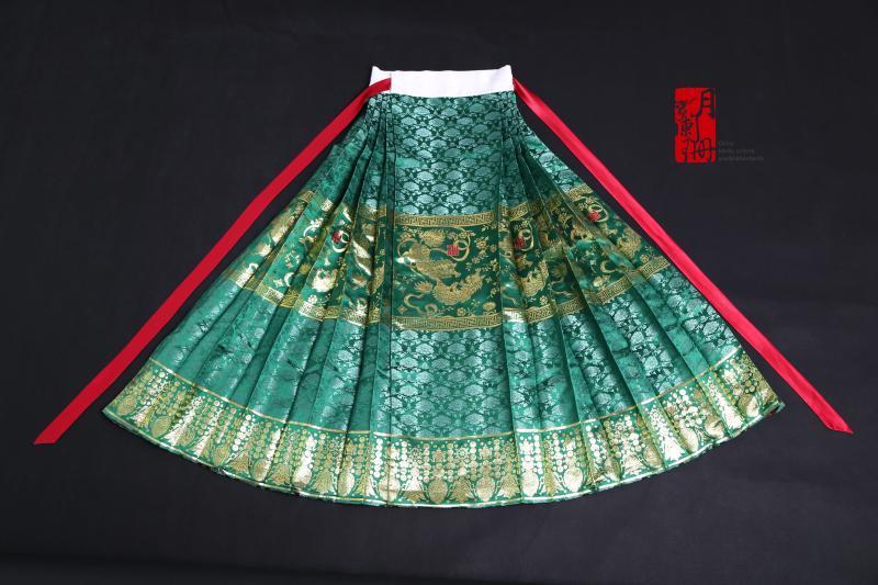 【月阑珊汉服】串枝牡丹狮纹织金襕马面裙/明制汉婚服图片
