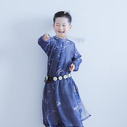 彧卿轻奢原创 现货 创新设计款儿童帅气单纱圆领袍祝融系列.火纹